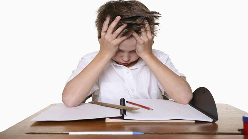 نحوه برخورد با کودکی که نمیخواد مشق بنویسد